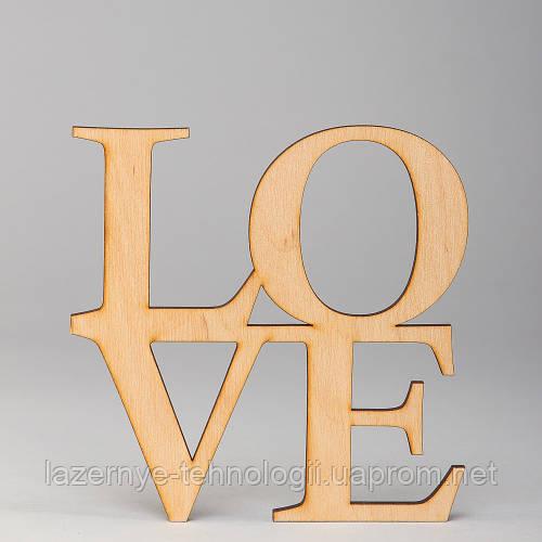 "Слова из дерева ""LOVE"""
