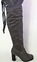 Высокие женские ботфорты на каблуке серого цвета, фото 1