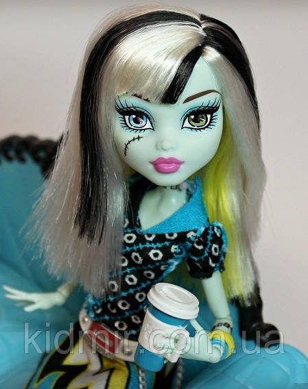 Кукла Monster High Фрэнки Штейн (Frankie Stein) Коффин Бин Монстер Хай Школа монстров