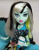 Кукла Monster High Фрэнки Штейн (Frankie Stein) Коффин Бин Монстер Хай Школа монстров