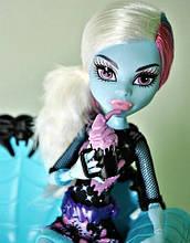 Кукла Monster High Эбби Боминейбл (Abbey Bominable) Коффин Бин Монстер Хай Школа монстров