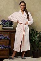 Теплый длинный махровый женский халат Феличе  розового цвета