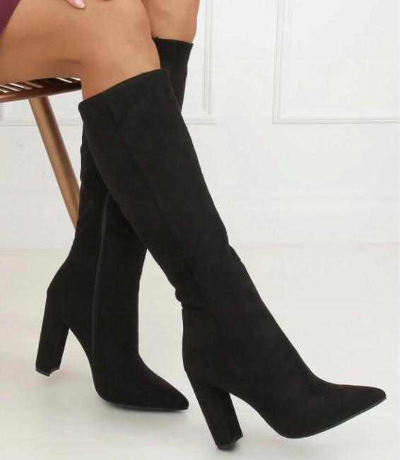 Замшевые женские сапоги до колена на каблуке