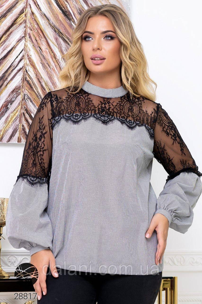 Женская серая блуза с кружевом батал