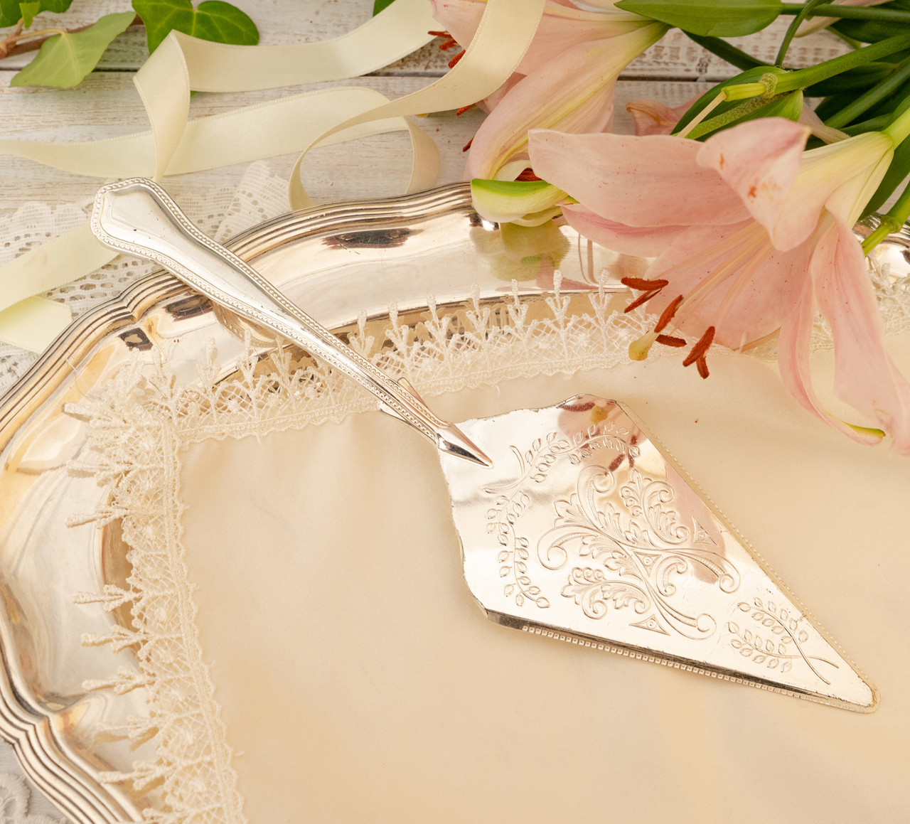 Красива посріблена лопатка для торта або десертів, для сервірування десертного столу, мельхіор, Англія