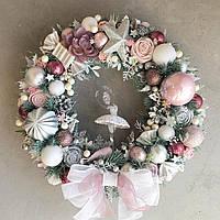 Дизайнерский рождественский (новогодний) венок на двери ручной работы бело-розовый Балерина