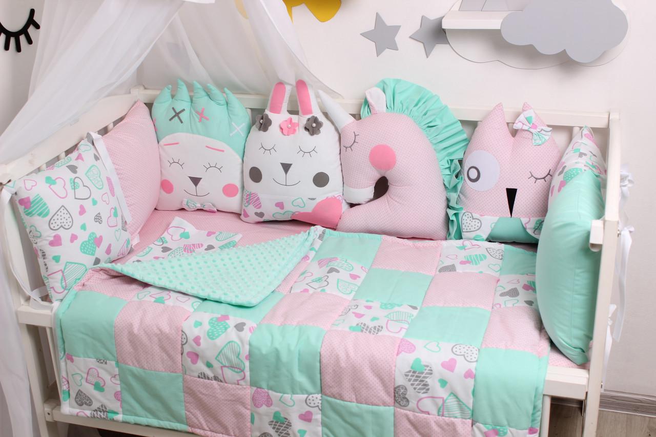 Комплект в кроватку с игрушками мятно-розовый