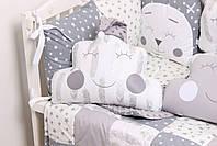 Комплект в кроватку с игрушками и облачками в серо-молочном цвете, фото 2
