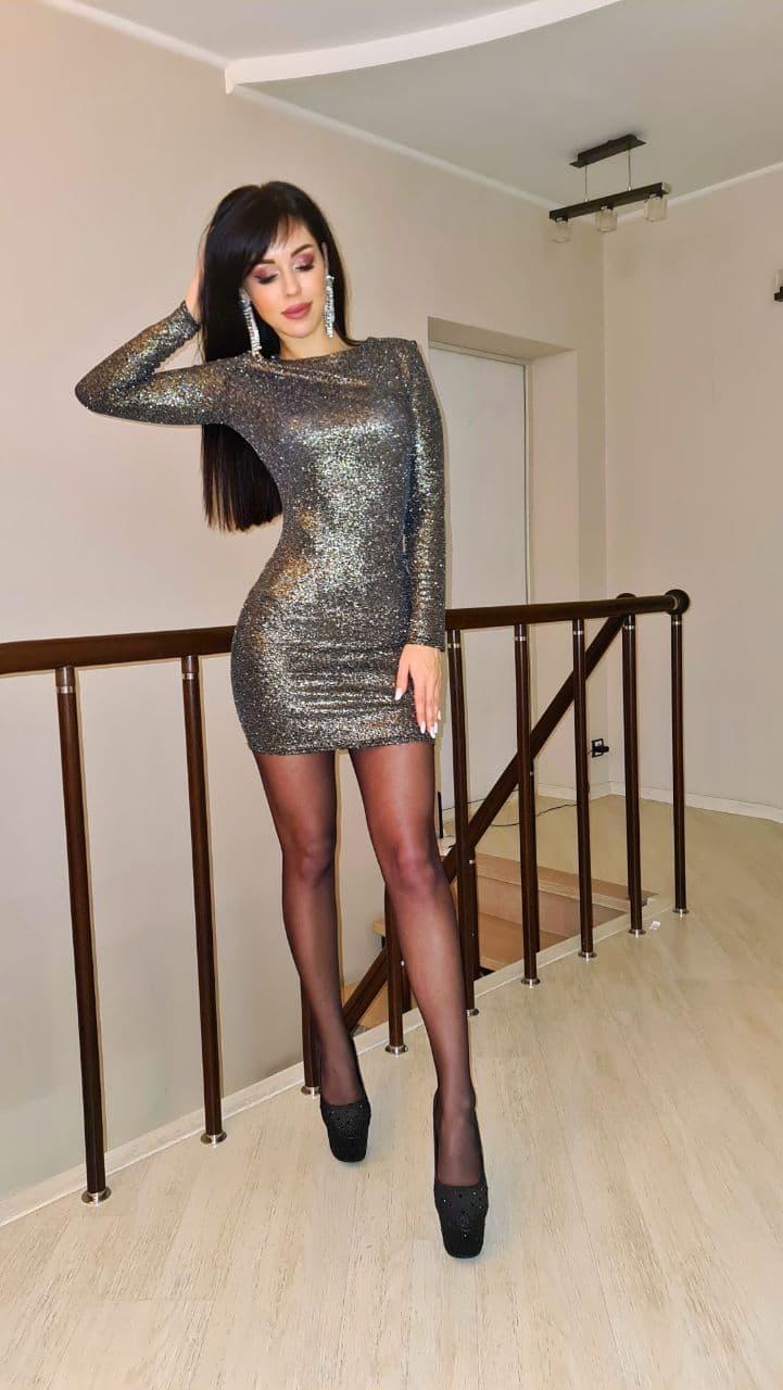 Нарядное платье мини обтягивающее с блесками