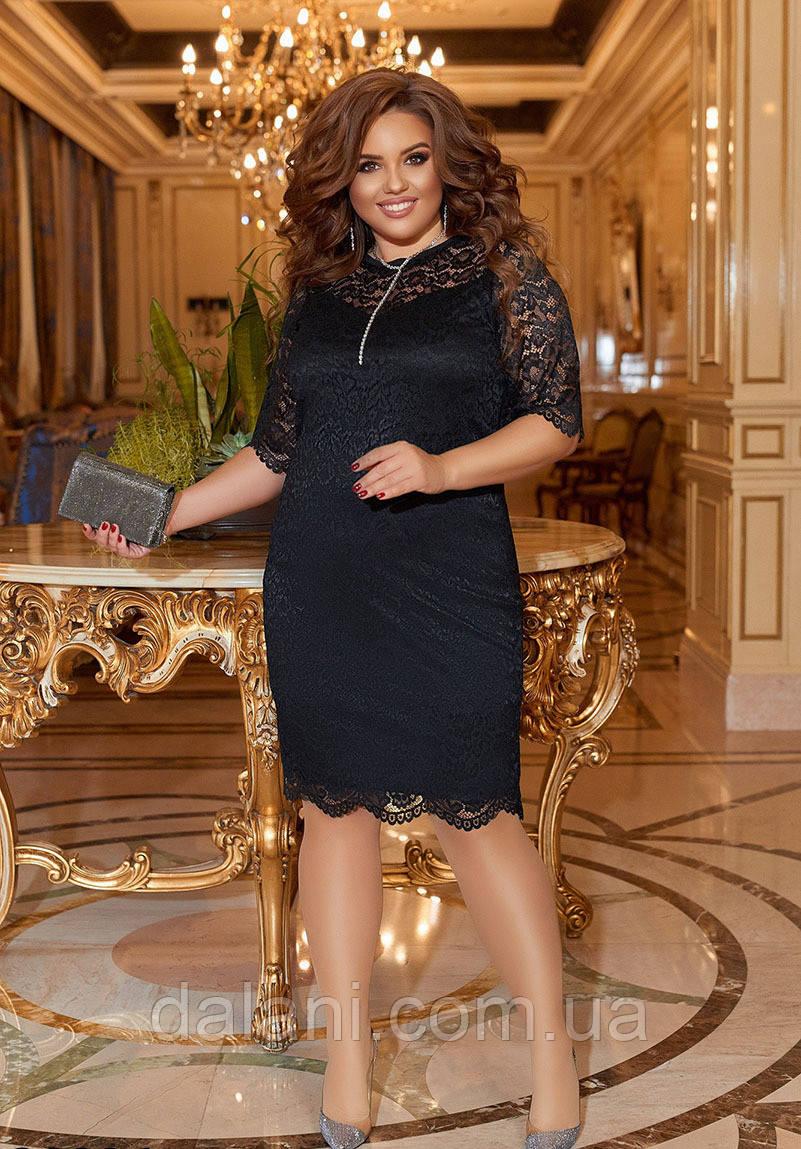 Вечернее черное гипюровое платье-футляр батал