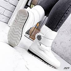 Дутики жіночі зимові, білого кольору з плащової тканини. Чоботи дутики жіночі теплі, фото 3