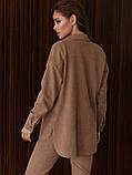 Рубашка из замши с удлиненной спинкой и накладными карманами, фото 3