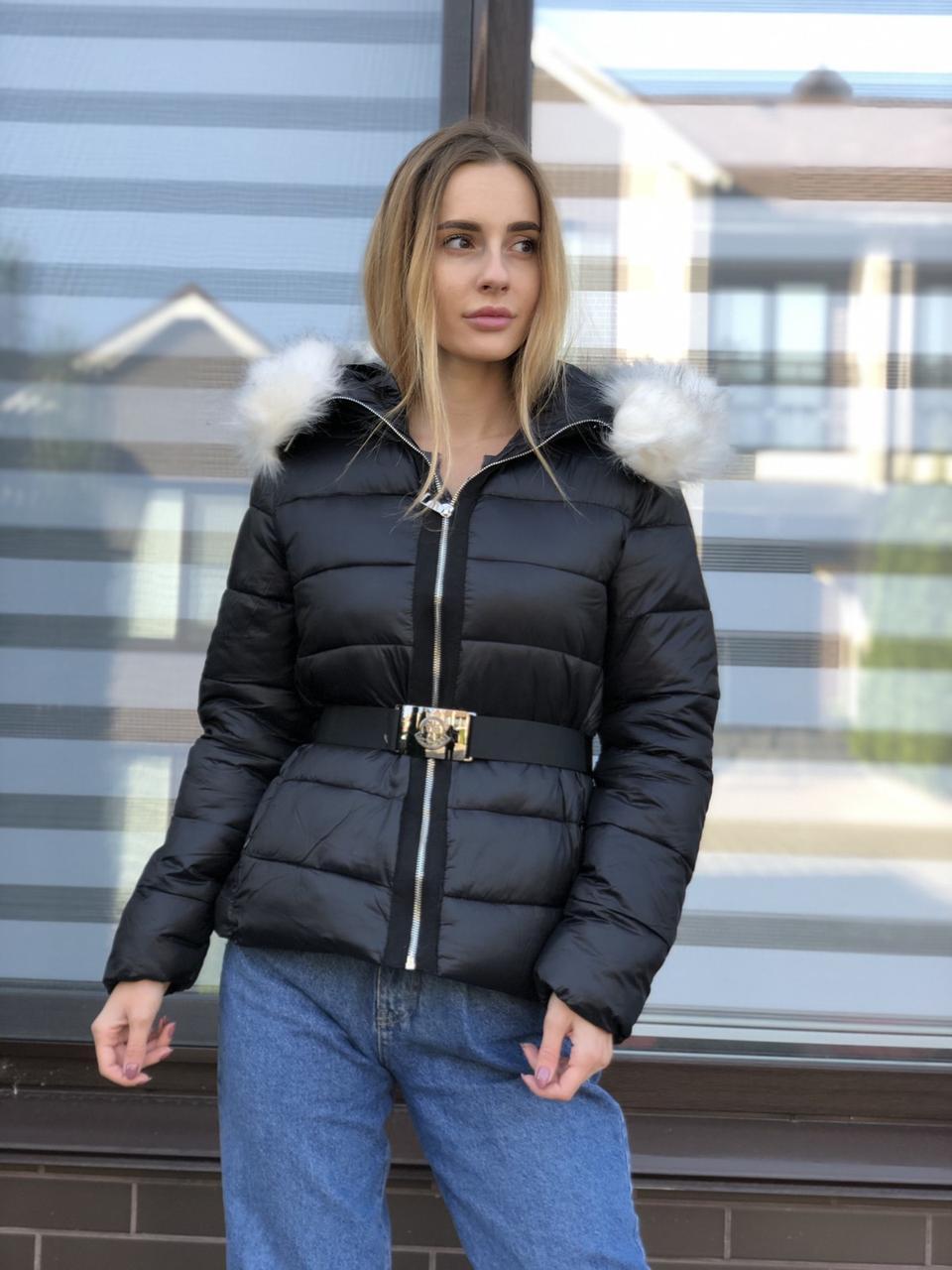 Зимняя женская черная куртка с капюшоном с мехом