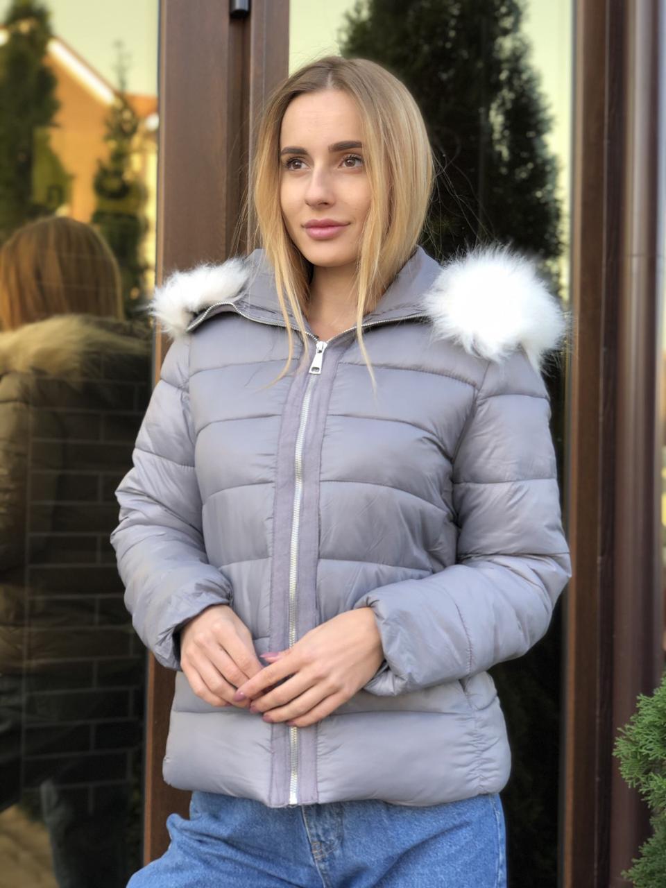 Зимняя женская серая куртка с капюшоном с мехом