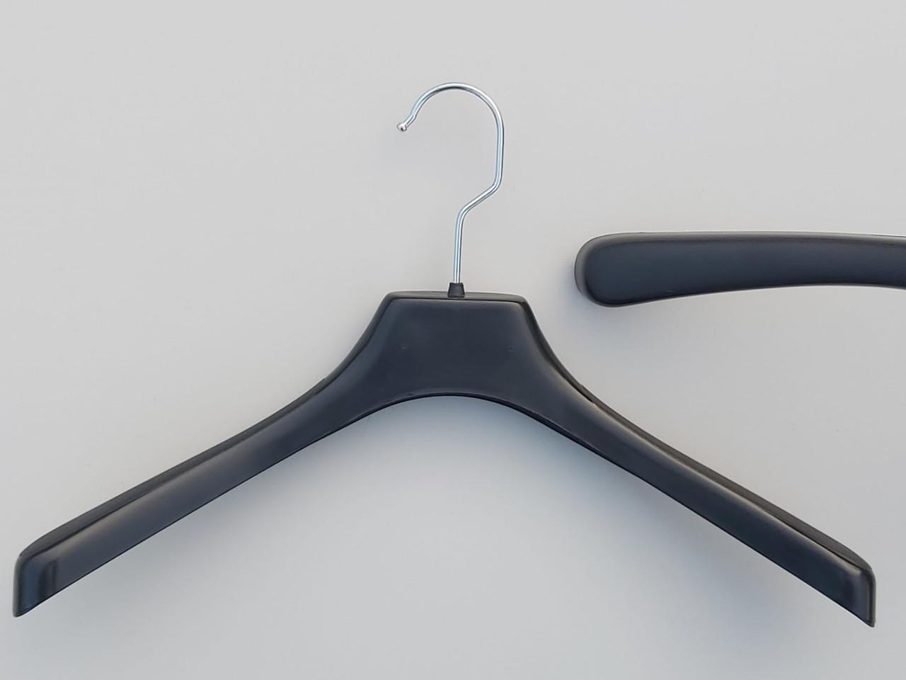 Довжина 38 см. Плічка вішалки пластмасові №2 чорного кольору