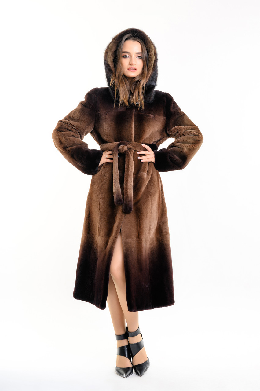 Шуба из бобра женская длинная коричневая деграде с капюшоном