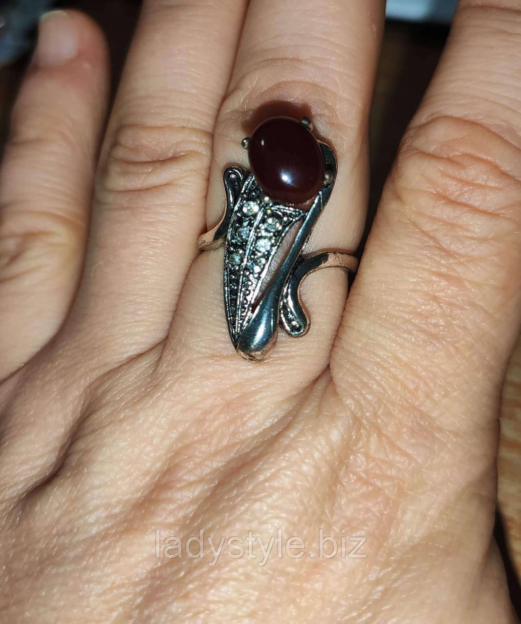 """Кольцо с сардониксом """"Рыбка"""", размер 18"""
