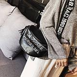 Женская классическая круглая сумка на широком ремне черная, фото 6
