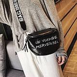 Женская классическая круглая сумка на широком ремне черная, фото 3
