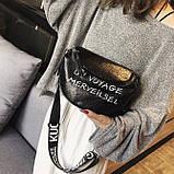 Женская классическая круглая сумка на широком ремне черная, фото 5