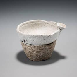 Чайный фильтр из грубой глины с тонким ситечком