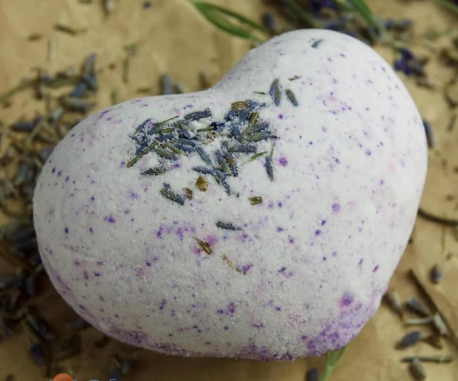 Бомбочка для ванны Hand Made с лавандой Сердце 120 г (1009-02)