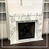 Белый мраморный портал с серыми разводами для современной гостиной: фото, описание, цена., фото 1