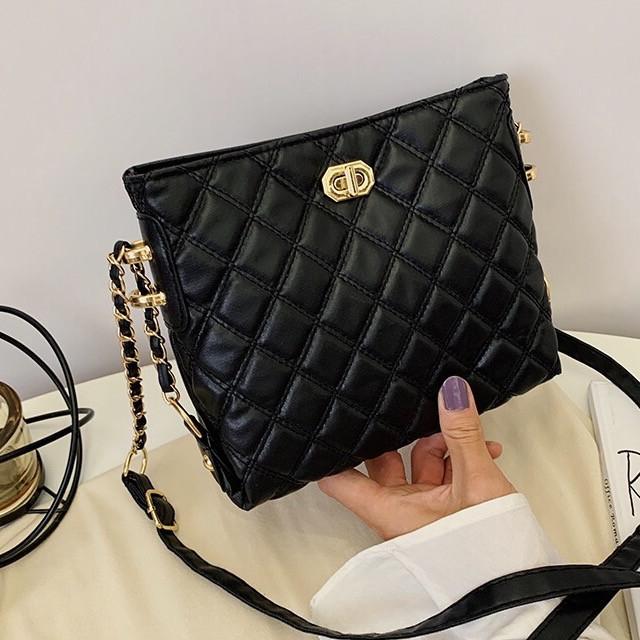 Женская классическая сумочка через плечо на ремешке черная