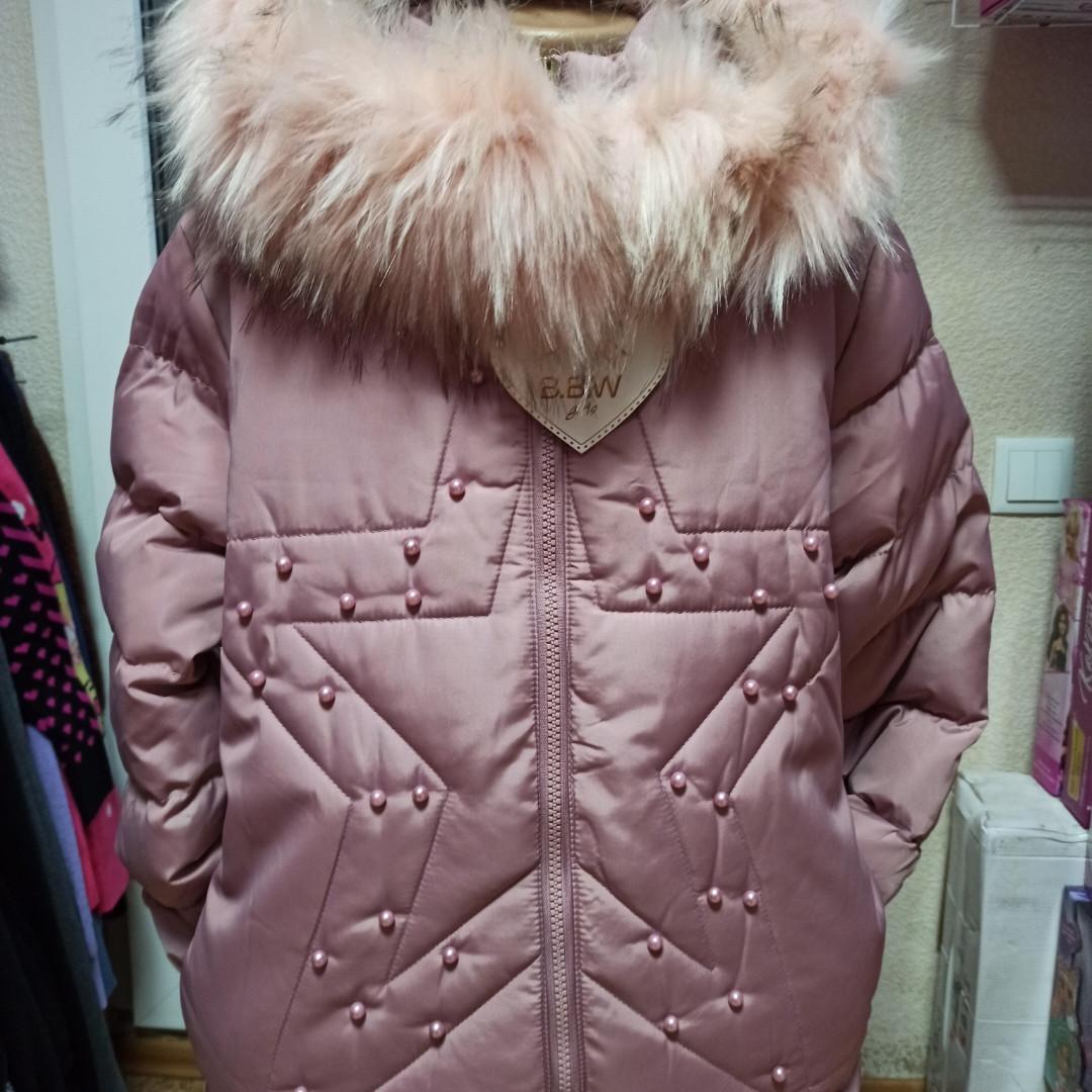 Модное теплое красивое зимнее пальто для девочки. Цвет- пудровый. Подкладка-махра. На капюшоне отстежной мех.