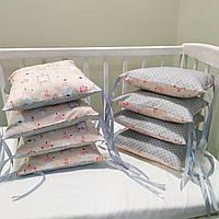 Бортики-подушки, защита в детскую кроватку, бампер (8 подушек на три стороны) Зайчики на пудровом