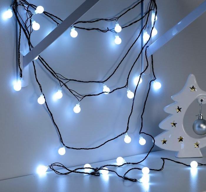 Электрическая гирлянда Шарики 18 мм 20 LED, 7 м + переходник, белый