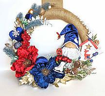 """Новорічний різдвяний вінок """"Гном на вінку"""" дизайнерська Ручна робота Бордове з синім"""
