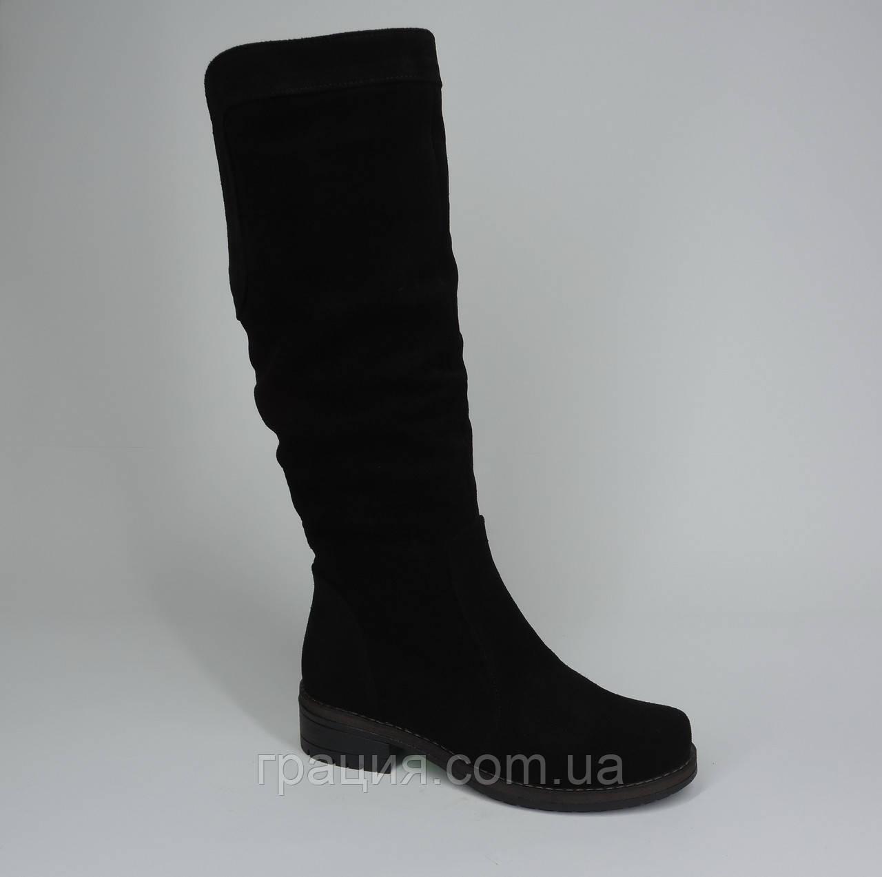 Зимние женские замшевые черные сапоги
