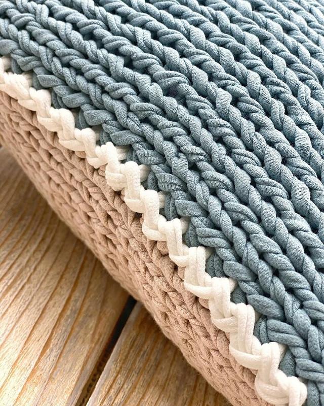 Узор обвзяки интерьерной подушки из трикотажной пряжи Бобилон