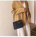 Женская классическая сумочка кросс-боди на цепочке с заклепками черная, фото 3