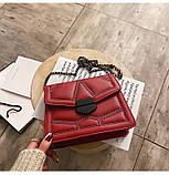 Женская классическая сумочка кросс-боди на цепочке с заклепками красная, фото 4