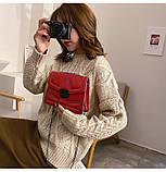 Женская классическая сумочка кросс-боди на цепочке с заклепками красная, фото 3