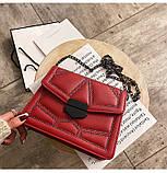 Женская классическая сумочка кросс-боди на цепочке с заклепками красная, фото 6