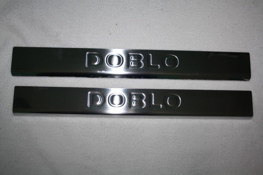 Накладки на дверные пороги (Carmos, 2 шт, нерж.) Fiat Doblo II 2005↗ гг. / Накладки на пороги Фиат Добло