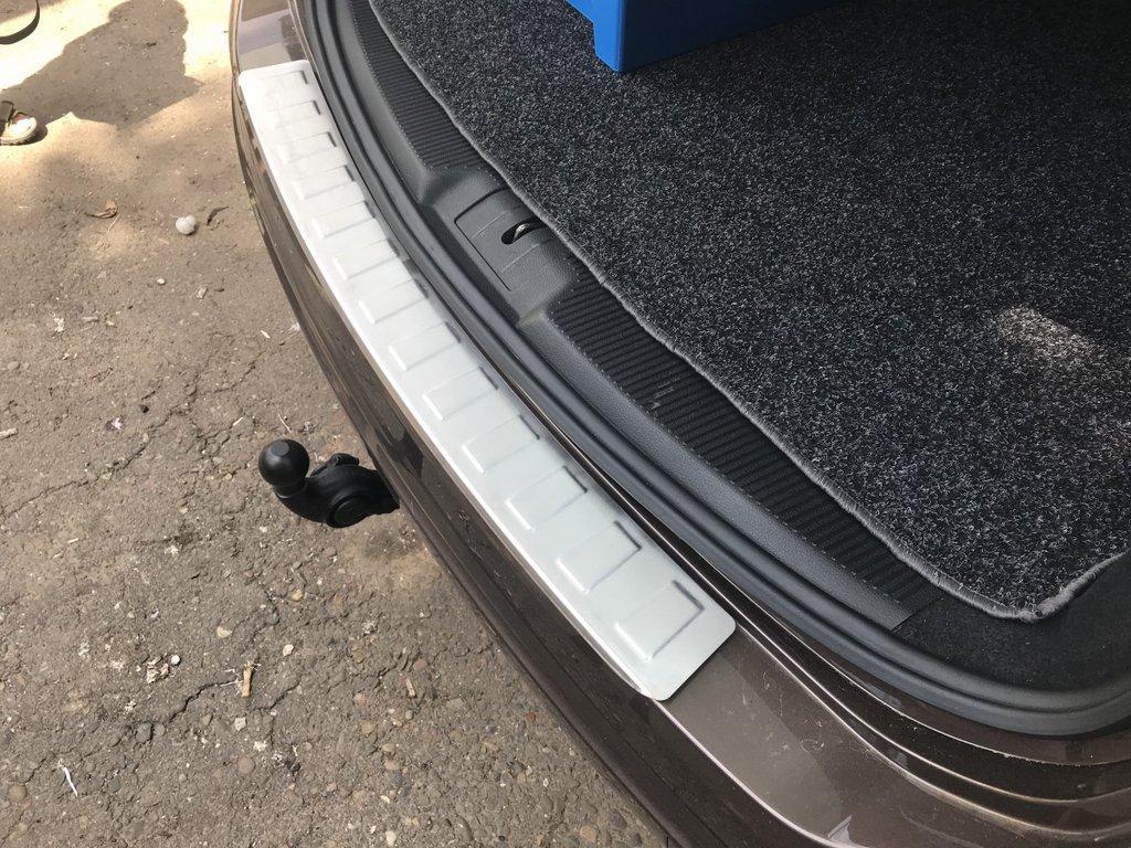 Накладка на задний бампер Carmos (нерж) Ford Galaxy 2008↗ гг. / Накладки на задний бампер Форд Галакси