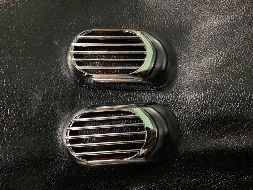 Решетка на повторитель `Овал` (2 шт, ABS) Dacia Sandero 2013↗ гг. / Накладки на кузов Дачиа Сандеро