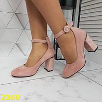 Женские туфли лодочки на ремешке и на толстом удобном каблуке пудровые