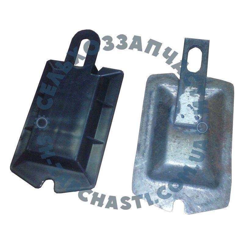 Крышка высевающего аппарата СУПН-8 Н 126.13.410 (задняя пластиковая / металлическая)