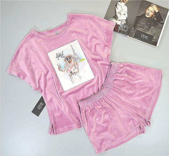 Пижама женская велюровая  Este футболка и шорты с рисунком.