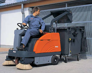 Подметальная машина HAKO Sweepmaster 980