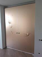 Межкомнатная стеклянная перегородка с двумя раздвижными створками