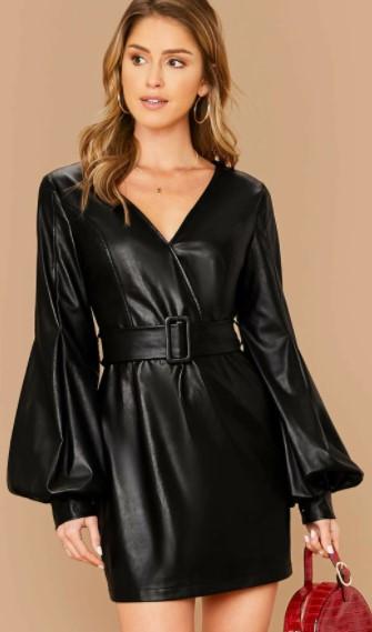 женское платье из экокожи