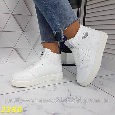 Кроссовки высокие белые на массивной подошве