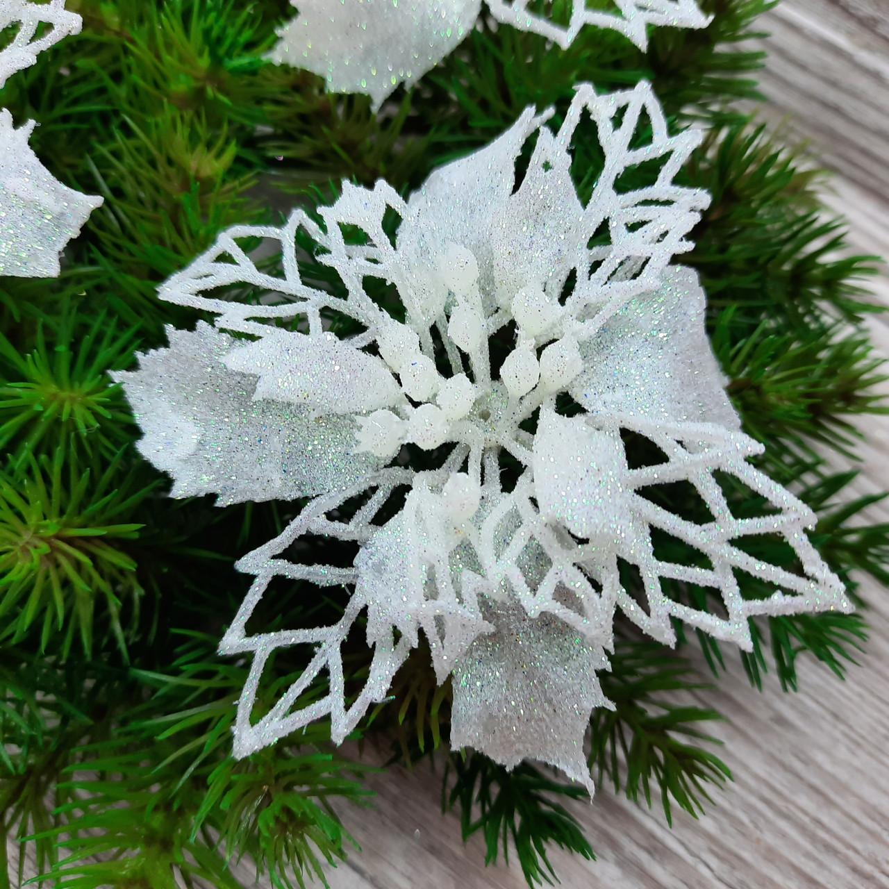 Цветок пуансетия комбинированная, белая. Диаметр 10 см