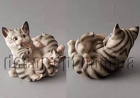Керамическая серая кошка с котятами 16х11х10см 519-С89